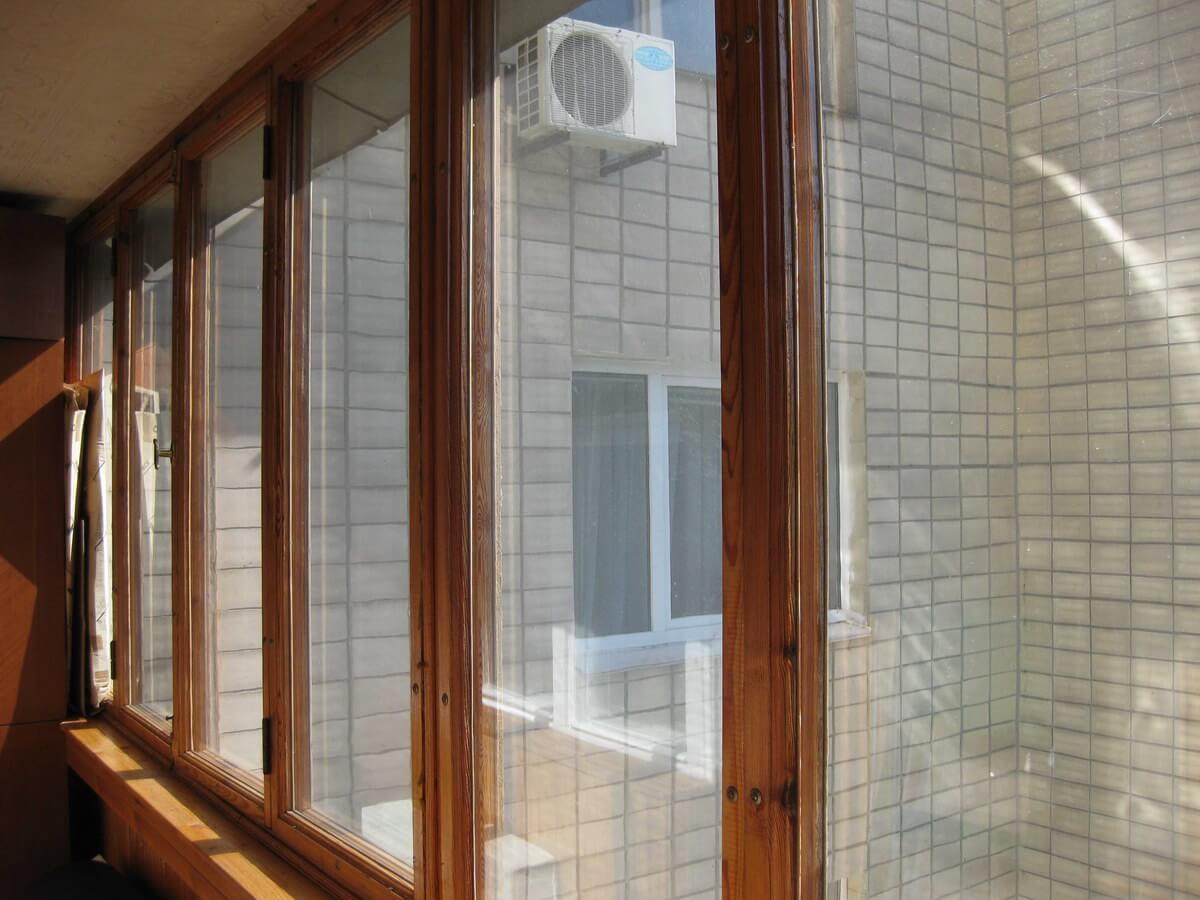Какие окна на балкон выбрать - пластиковые или деревянные? -.